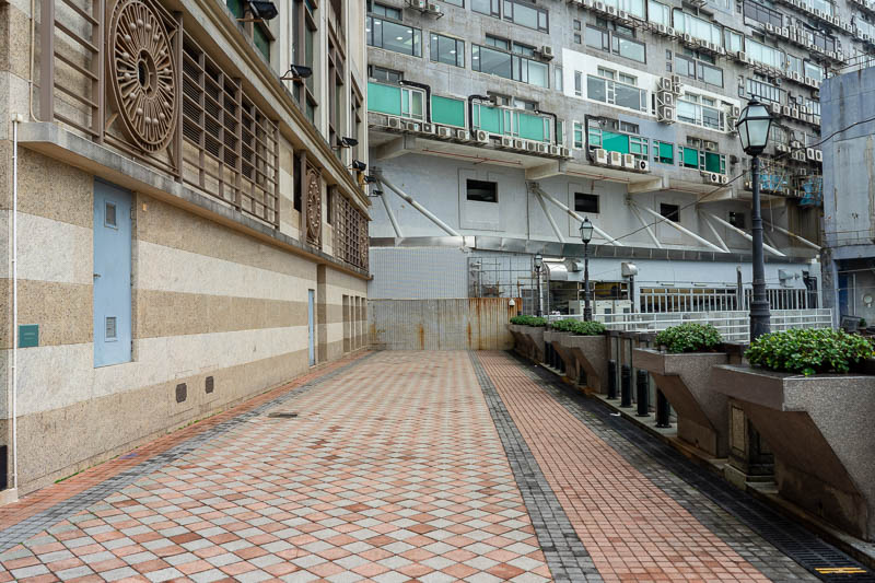 Hong Kong-Kowloon - And as mentioned, all of a sudden the water side walking path hits a very weird dead end. The end of the line.