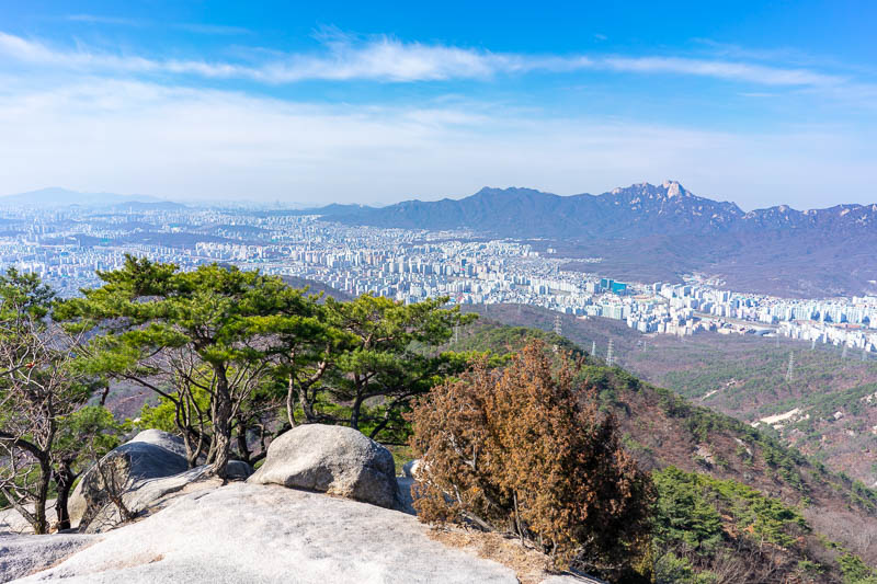 Korea-Hiking-Suraksan - A bit more Seoul. I have climbed all those mountains on the horizon on previous trips, they are all in the Bukhansan national park, which has a lot of