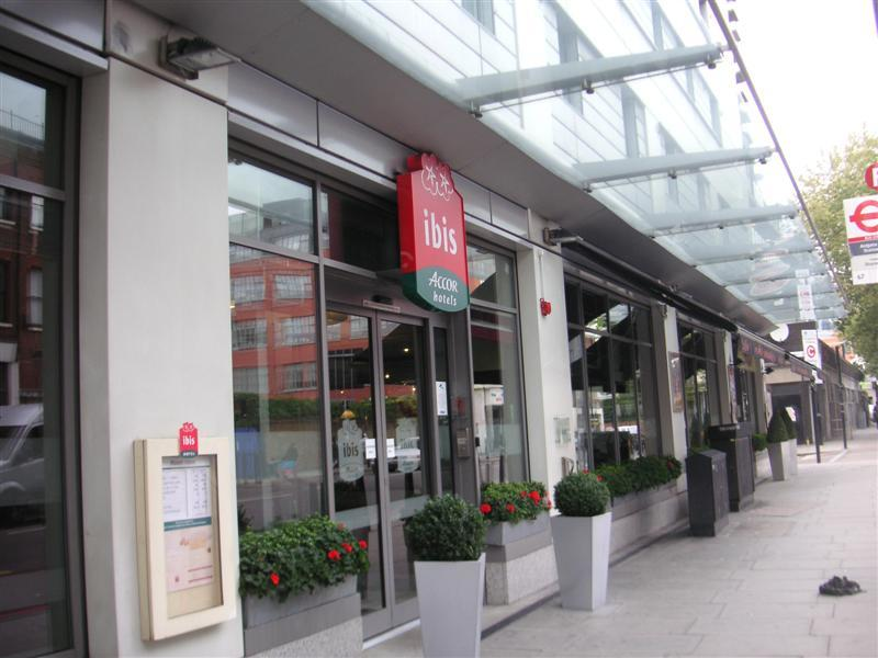England-Heathrow-London-Train - Heres my hotel, London City Hotel Ibis, near Liverpool Street Station, chosen because its cheap, could be easily booked from Australia, and is located