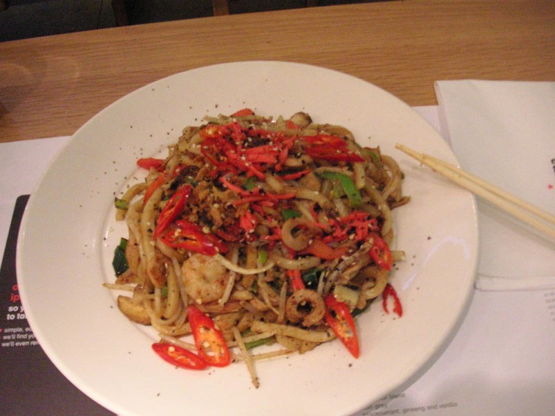 England-London-Shopping - This is my dinner from wagamama, I ordered extra chilli's on the side, but they were about as hot as capsicums, still it was quite nice.