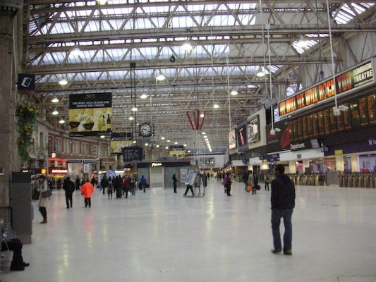 England-London-Waterloo-Station - Heres a shot of the inside, you cant really take a photo to show its sheer size, plus its actually 3 or 4 stations on top of each other and joined tog