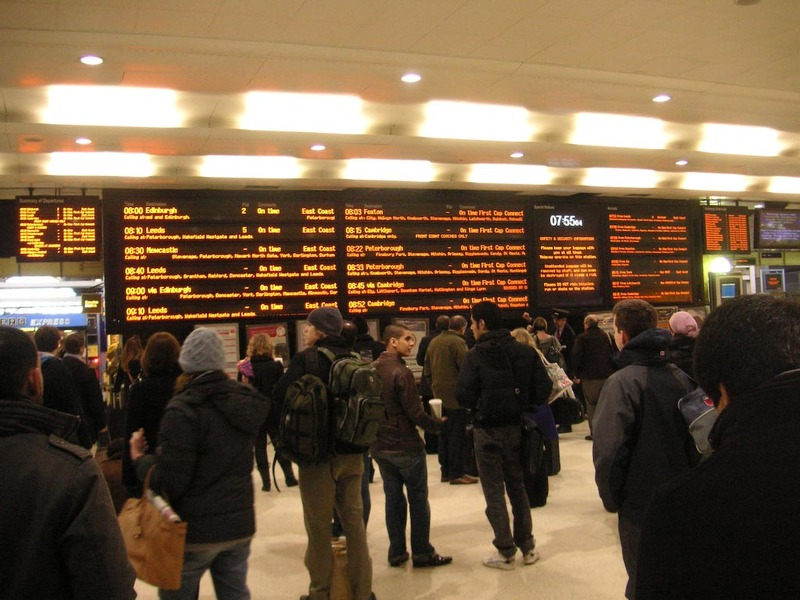 England-Kings Cross-Hatfield-Train - The screens at kings cross, they dont tell you until 1 minute before your train leaves what platform its leaving from, everyone stands in front of the