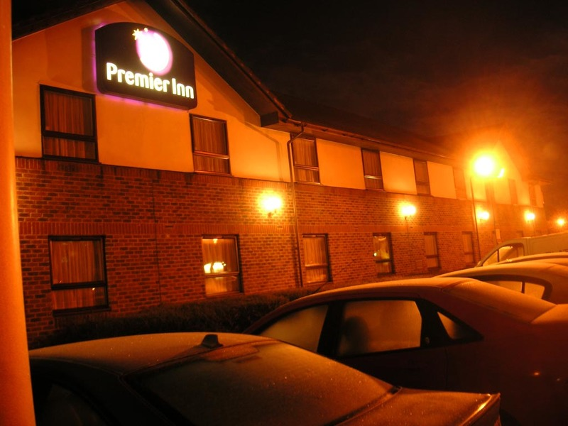 England-Hatfield-Hotel - Whilst waiting for my truck heres a pic of my hotel, note that like the galleria its also purple (upon viewing the pic, you cant really tell its purpl