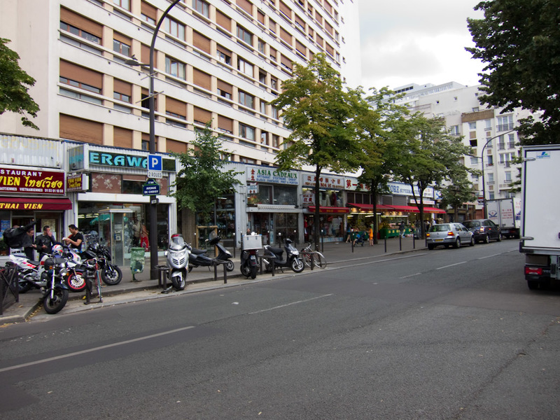 France-Paris-Graffiti - Heres a part of chinatown that looks somewhat open.