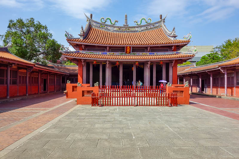 news - Tainan used to be the capital of Taiwan, so they have good temples, this is a Confucius temple. I got chased by a turtle.