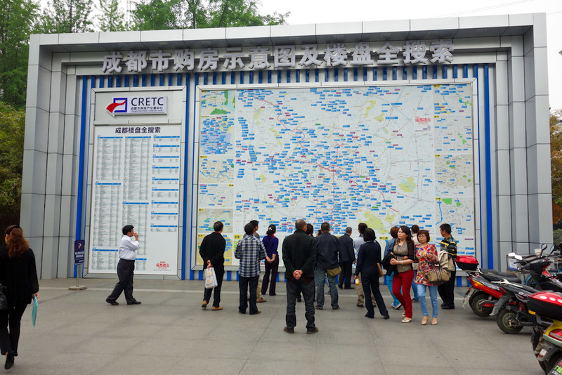 China-Chengdu-Mall-Science Museum - Walking back and I came across this giant map, with lots of people interested in it. What could it be, bus routes? Convenience store locations? No, it