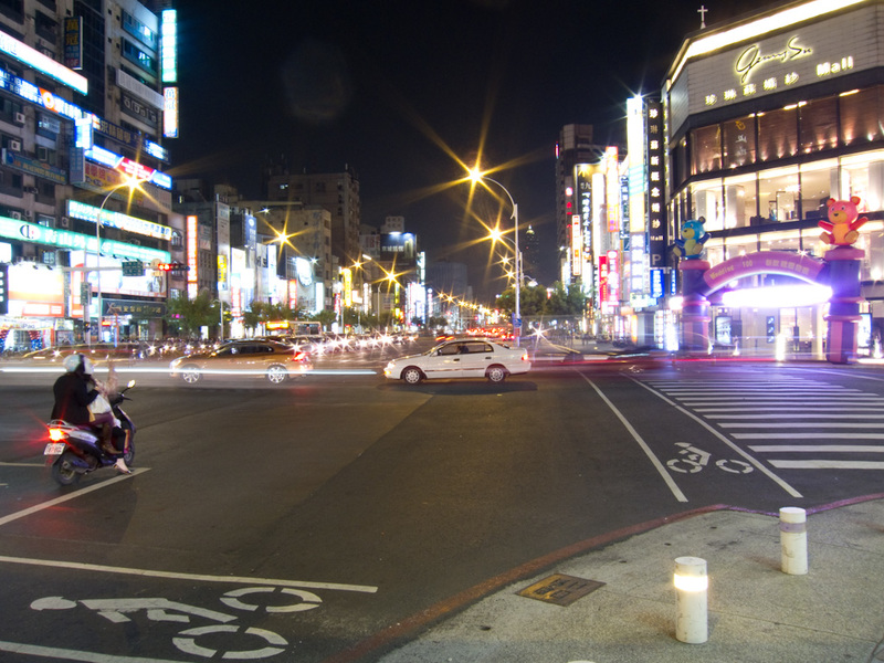 Taiwan-Kaohsiung-Night Market-Liuhe - Heres your standard street photo for this evening, looks a lot like Shinjuku, Tokyo.