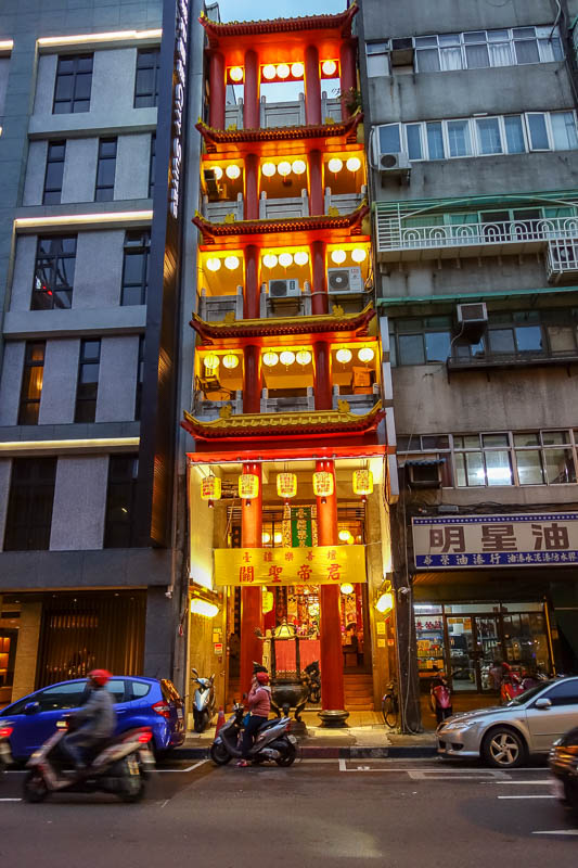 Taiwan-Taipei-Ximending-Ramen - If you dont get enough land for a big temple, just go vertical.