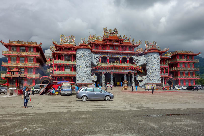 Taiwan-Hualien-Hiking-Rain-Zuocang - I made a quick detour to the local mega temple which had about 50 buses parked at it.