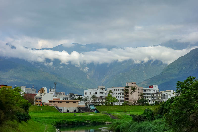 Taiwan-Hualien-Taitung-Train - Far from station
