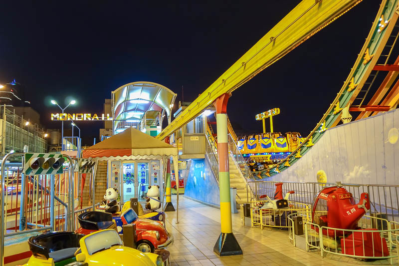 Taiwan-Kaohsiung-Department Store-Food-Bibimbap - The top level of a department store has a 'funzone', every ride has a sleeping both operator. And although its outside on the roof, they have gone to