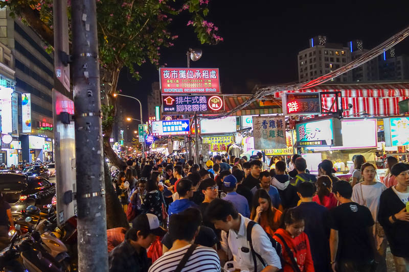 Taiwan-Kaohsiung-Night Market-Ruifeng-Food-Beef - More chaos.