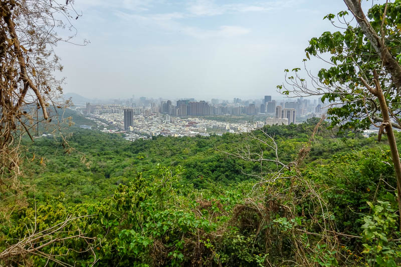 Taiwan-Kaohsiung-Hiking-Shoushan-Chaishan - Thankfully, before too long, the grandmas had stopped and turned back. There were still lots of people, but it was possible to go at a good pace, and