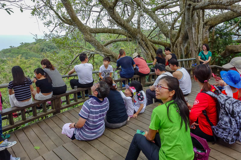 Taiwan-Kaohsiung-Hiking-Shoushan-Chaishan - Lots of people enjoy this mountain.