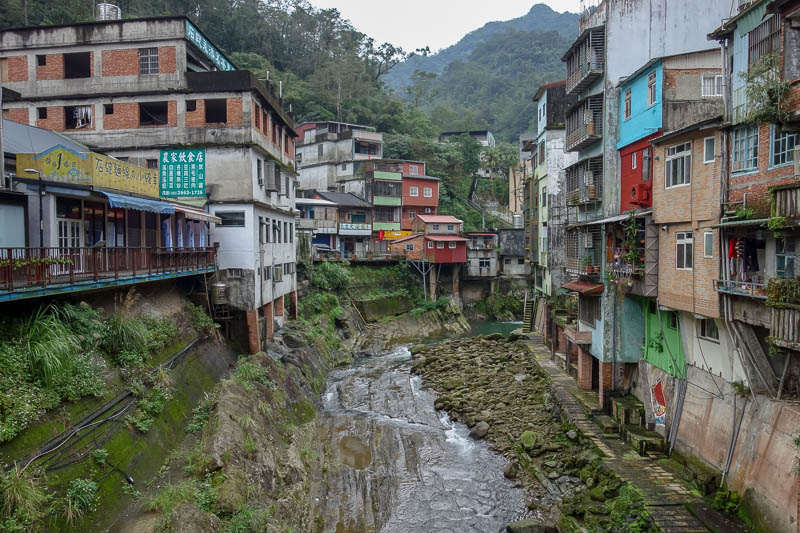 Taiwan-Shiding-Hiking-Huangdidian - The town is very interesting, there are covered shopping streets cut into the cliff. Despite its ramshackle appearance, most of the shops seemed quite