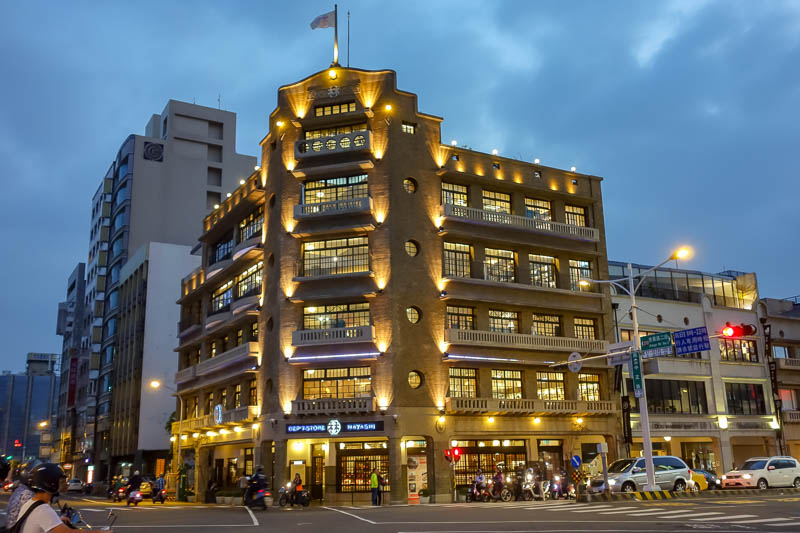 Taiwan-Tainan-Department Store-Omurice - The old and the new
