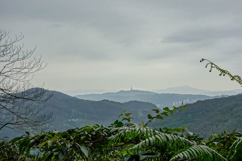 Taiwan-Shiding-Hiking-Huangdidian - The thing sticking up in the middle is Taipei 101. I had good phone coverage all day, probably as I always had line of site to the worlds tallest phon