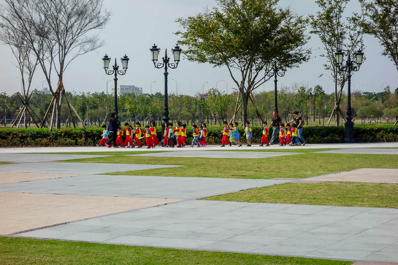 Taiwan-Tainan-Baoan-Chimei Museum - There was hardly anyone around when I arrived, that would change, but heres a school group arriving nice and early. I believe school kids get in free.