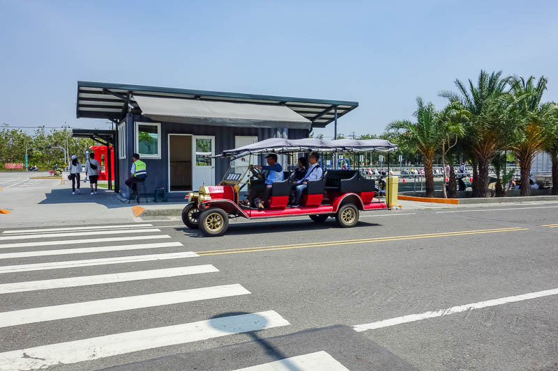 Taiwan-Tainan-Baoan-Chimei Museum - If you are really lazy, you can catch an old fashioned electric buggy back to the station.