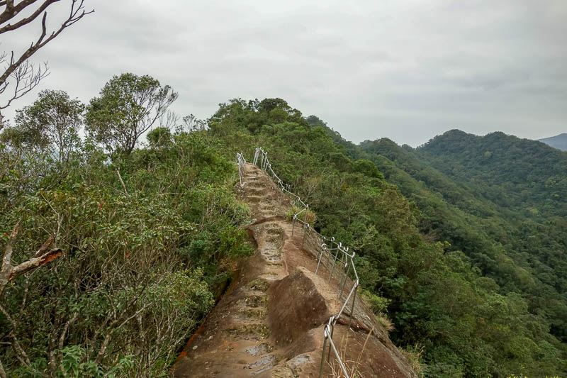Taiwan-Shiding-Hiking-Huangdidian - And there were somewhat perilous slippery rock ridges to scramble along. I decided the rope was unlikely to save me.