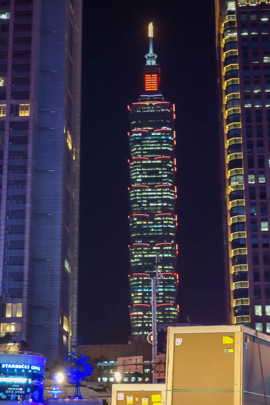 Taiwan-Taipei-Mall-Food-Beef - However, Taipei 101 is looming large behind it.
