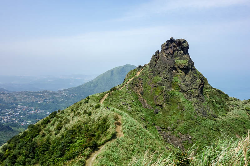 Taiwan-Jiufen-Hiking-Teapot Mountain - Windy teapot