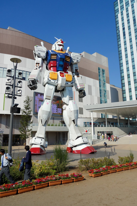 Japan-Tokyo-Odaiba-Gundam - Then I spotted a giant Gundam flying robot thing. Which had many people excited.