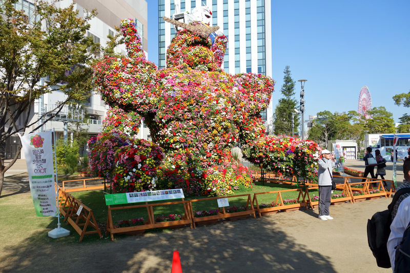 Japan-Tokyo-Odaiba-Gundam - So excited in fact, that they have grown a flower version of a robot death machine!