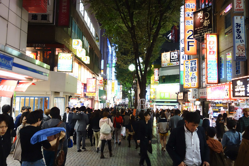Japan-Tokyo-Nakano-Shinjuku-Omurice - Back in Shinjuku now and its Friday night and packed out. The red light district of Kabuchiko is my route home, its amusing to see all the Yakuza boys